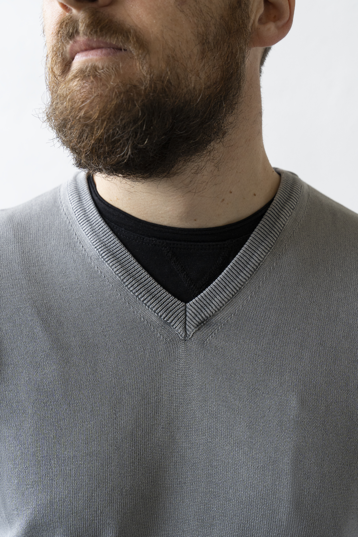 maglia-cotone-uomo-scollo-v